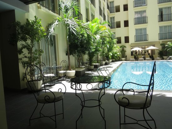 Central Mansions: Poolside view