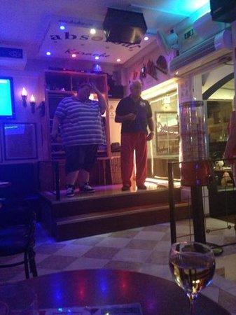 Absolbar: singers rocking it up��