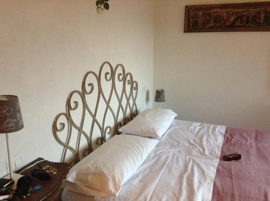 B&B Rosso del Chianti : big, comfy bed!