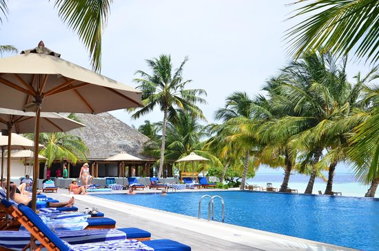 Vilamendhoo Island Resort & Spa: If you prefer the pool to the beach