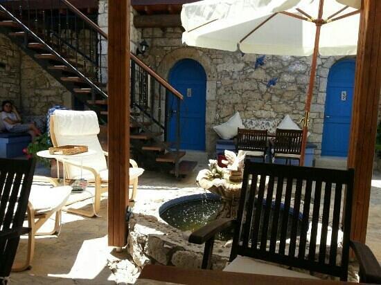 Alacati Eski Ev Hotel : avludaki havuz