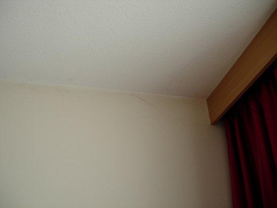 Bastion Hotel Amsterdam Amstel : Ragnatele sui muri