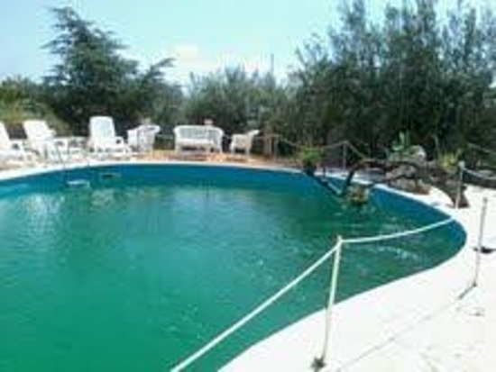 Anticomar B&B : piscina fatiscente