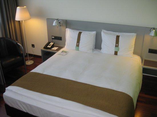 Holiday Inn Zürich Messe: Cama cómoda