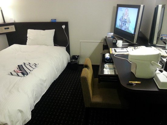 APA Hotel Nagasaki Ekimae: Fulll amenities but not enough electrical sockets