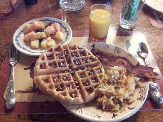 Bar Lazy J Guest Ranch: Un petit déjeuner délicieux