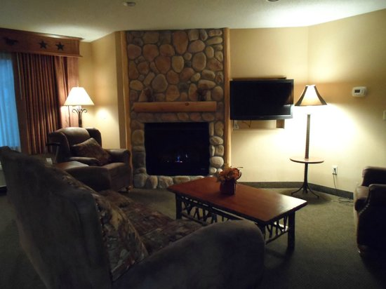 Best Western Plus Kelly Inn & Suites : fireplace