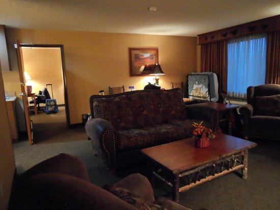 Best Western Plus Kelly Inn & Suites: living area