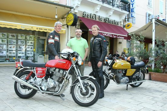Hotel Le Glacier : Vintage motorbikes and journalist this spring