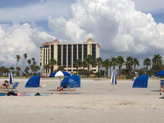 Pier House 60 Marina Hotel: Hotel from the beach