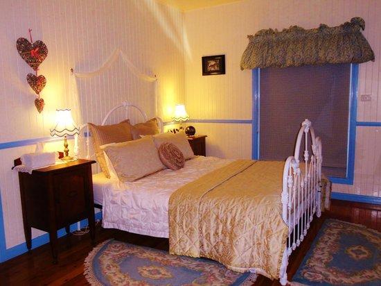 Telegraph Retreat: Bedroom view from front door