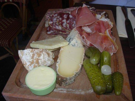 La Poule au Pot: Platter of charcuterie & cheese