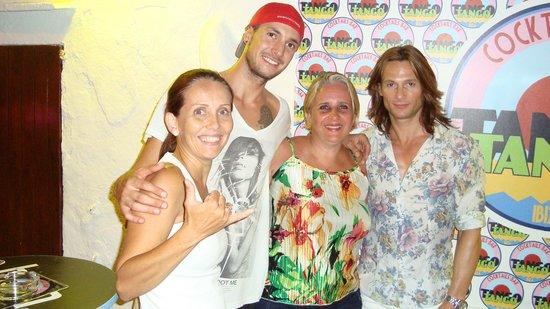 Tango Bar: Una noche agradable con Adriano, Roberto y Cristina