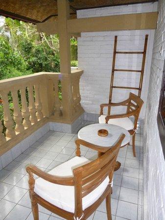 B&B Home Stay Griya Jungutan : La terraza de nuesra habitación