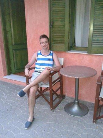 Hotel Nafsimedon: Outside our ground-floor room