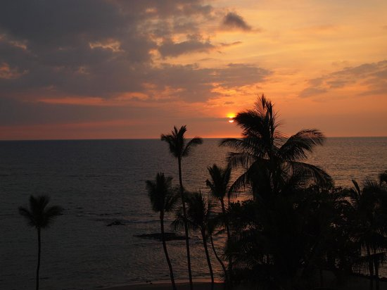 Mauna Lani Bay Hotel & Bungalows: Sunset from the hotel balcony