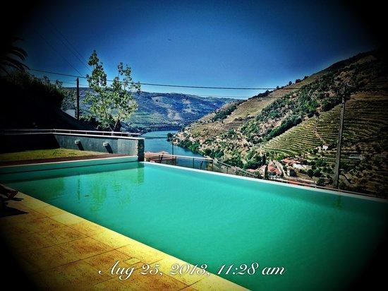 LBV House Hotel: Pool Sunny Morning