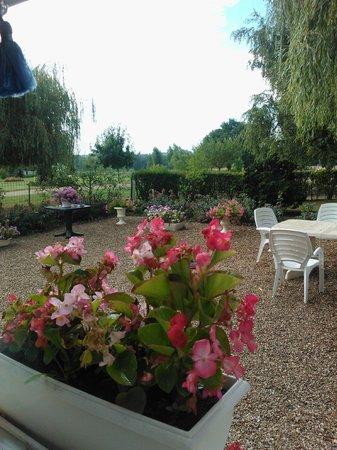 Madame Piemont: La terrasse de la maison...