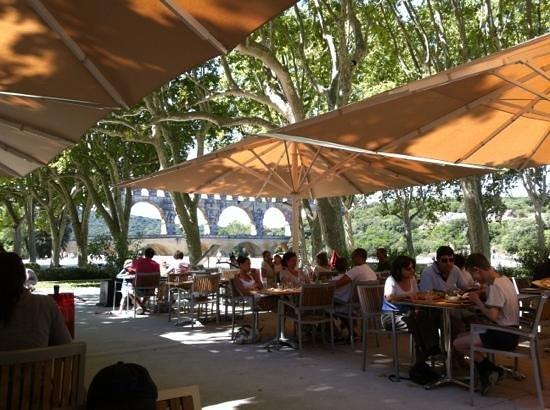 Restaurant Traditionel Les Terrasses : les terrasses pont du Gard