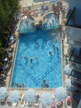 Hotel King : la piscina vista dall'alto delle camere lato sud
