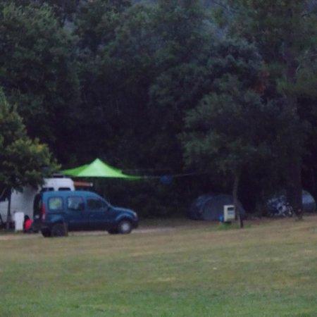 Camping Macanet de Cabrenys : Emplacement ombragé