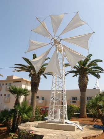 Dessole Malia Beach Hotel: In front of the hotel