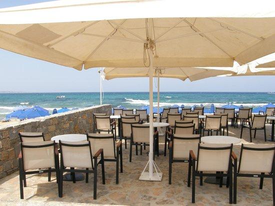 Dessole Malia Beach Hotel: Bar zone ( I like it empty :)