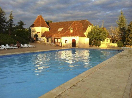 Castel Domaine de la Paille Basse: La piscine