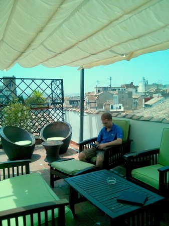 Oasis Backpackers' Hostel Granada: Rooftop Terrace