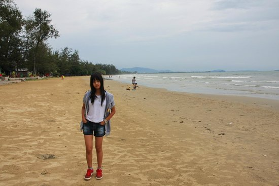 First Beach Cafe: Tanjung Aru public beach view
