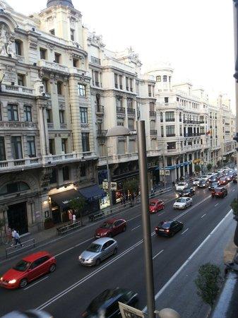 Catalonia Gran Via: Vista do quarto com Sacada