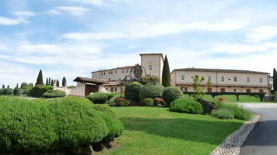 Bagnaia, Italie : Entrance to the main Hamlet of Il Borgo