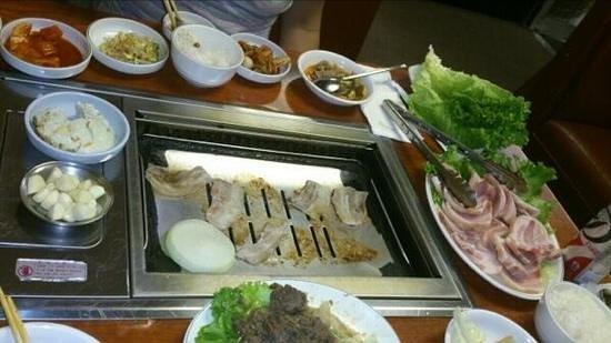 Joe Hyung Restaurant: サムギョッサルとプルコギを注文しました