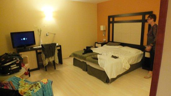 Hotel Colon Rambla: camera primo piano adiacente piscina