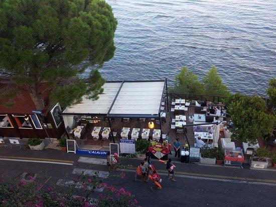 Hotel Cala Luna : Foto del chill out y restaurante desde la habitación