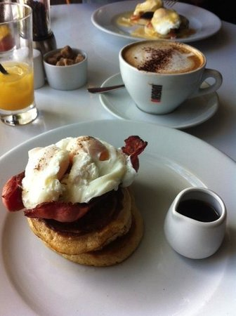 The Falmouth Townhouse: I highly recommend the breakfast