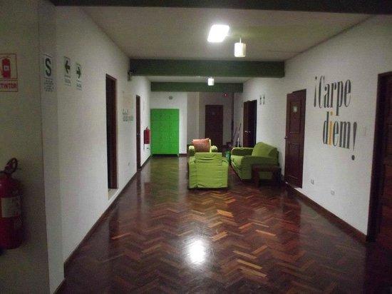 Che Lagarto Hostel Lima: Corredor dos quartos