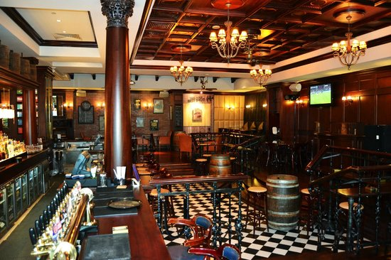 Cooper 39 s bar restaurant picture of coopers bar for Ristorante cipriani abu dhabi