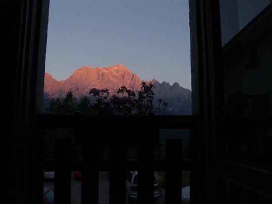 Hotel La Caminatha : il monte civetta stando a letto