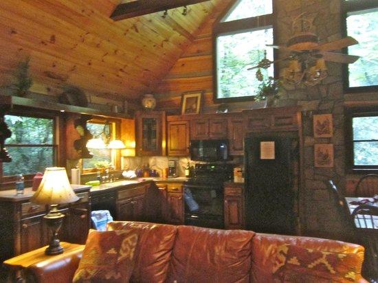 Cherokee Mountain Cabins: Kitchen