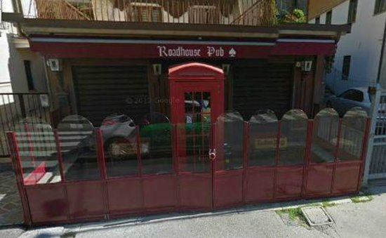 Варцио, Италия: cerca la cabina telefonica rossa!