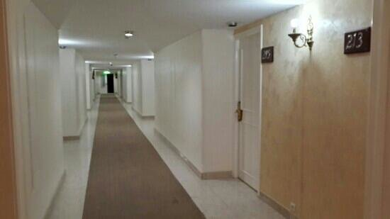 Tabriz Hotel: floor view