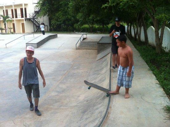 Surf Ranch Skateboard Park: chico brenes teaching kids