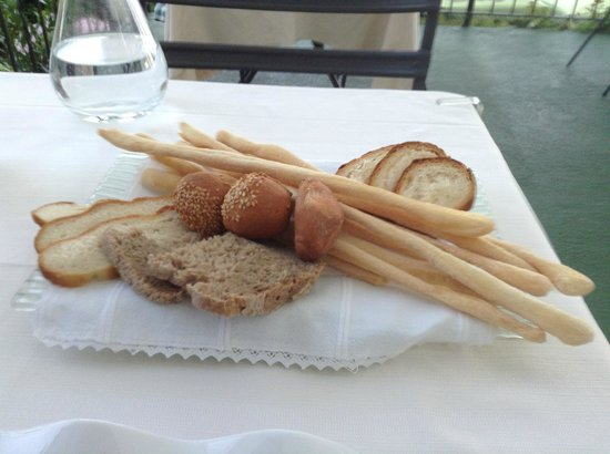 Chi-Ghinn Hotel and Restaurant: Cestino del Pane