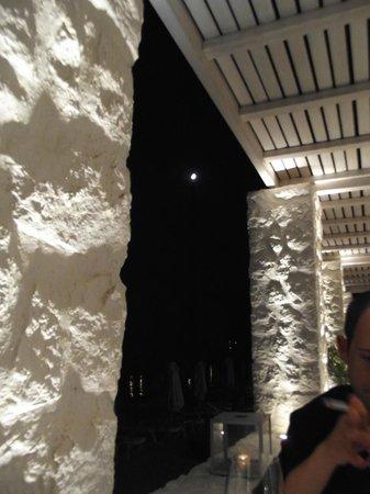 Apocalypsis Restaurant : Luna dal tavolo