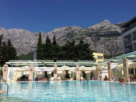 Hotel Dalmacija : la piscine le jour