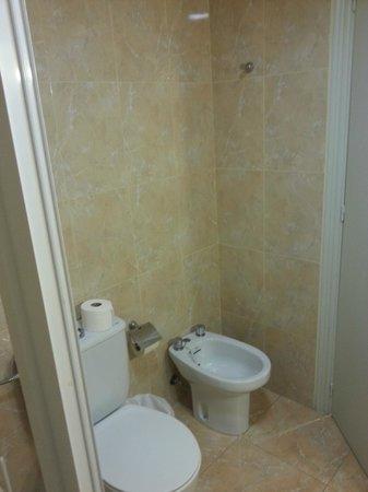 Hotel Guardamar: Baño de la 202