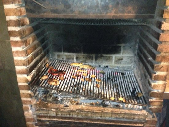 Taverna Sant Julia: Everything is cooked on the grill