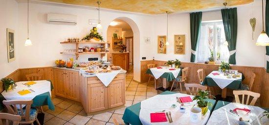 Agritur Val d'Adige: Sala colazioni