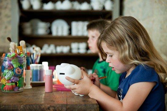 Le Caillau Atelier de Peinture sur Poterie : Choose from a wide range of items to paint